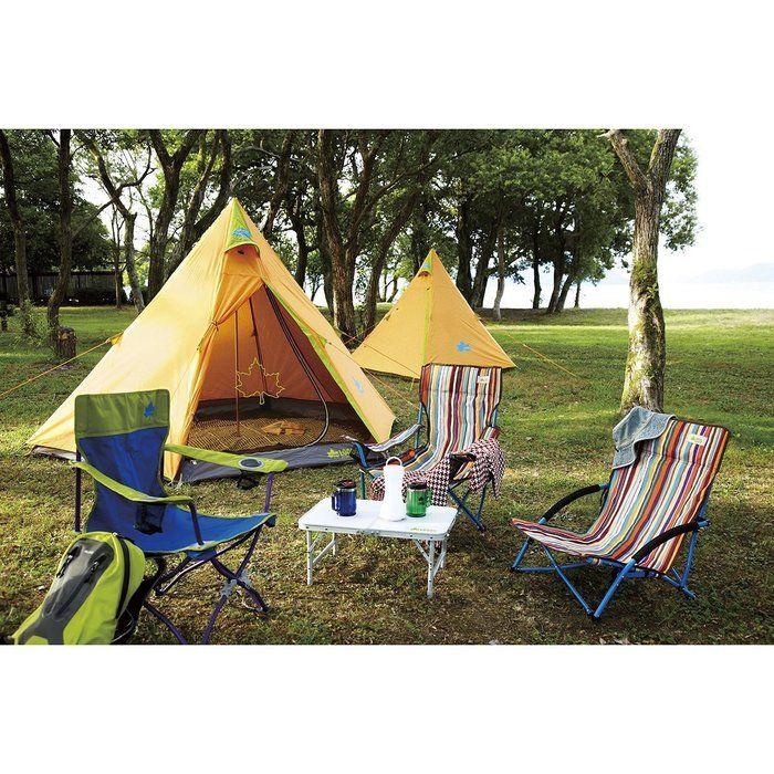 ロゴスのキャンプギアでキャンプをする様子