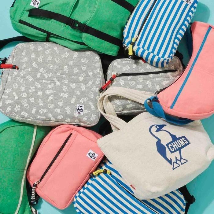 たくさんのチャムスのバッグの写真
