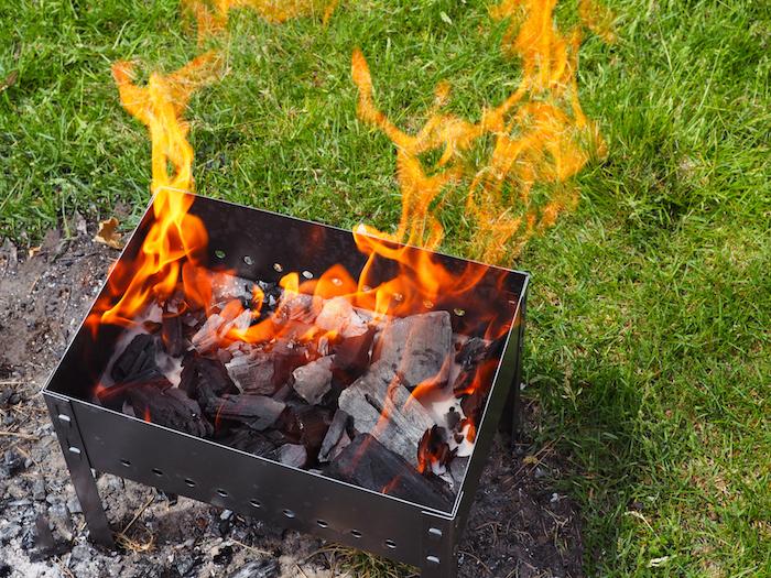 バーベキューに必須の火起こしテクニックを紹介!5分で簡単火起こし術 ...