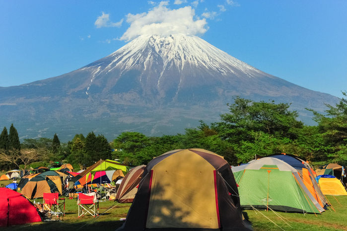 富士山の麓に貼ってある沢山のテント