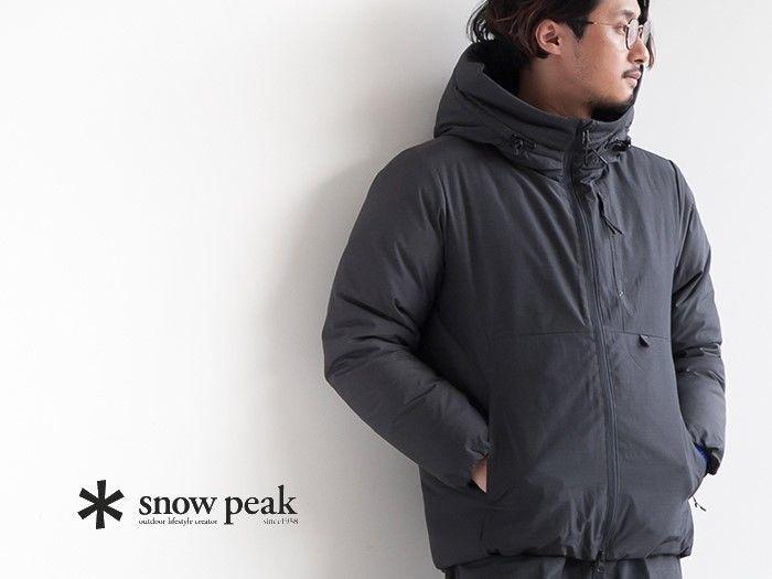 スノーピークのジャケットを着用した男性