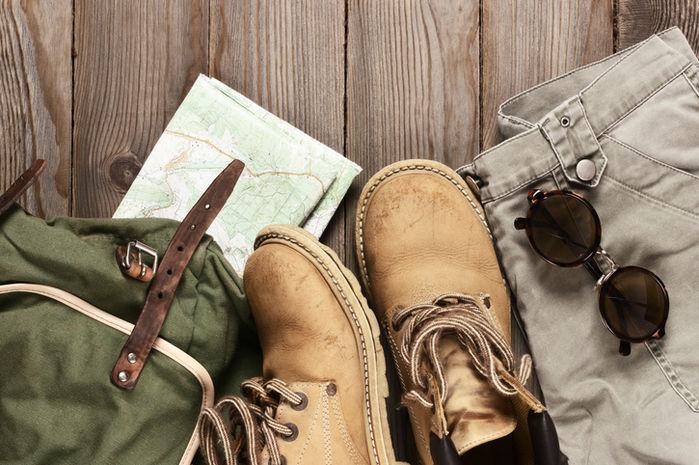 靴やバッグなどアウトドアグッズの写真