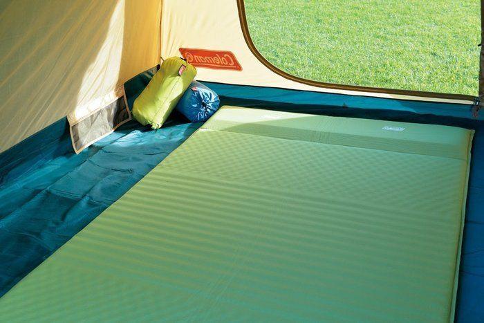 テント内に敷かれたコールマンのインフレーターマット