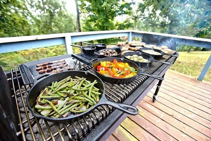 バーベキューで野菜を焼いている写真