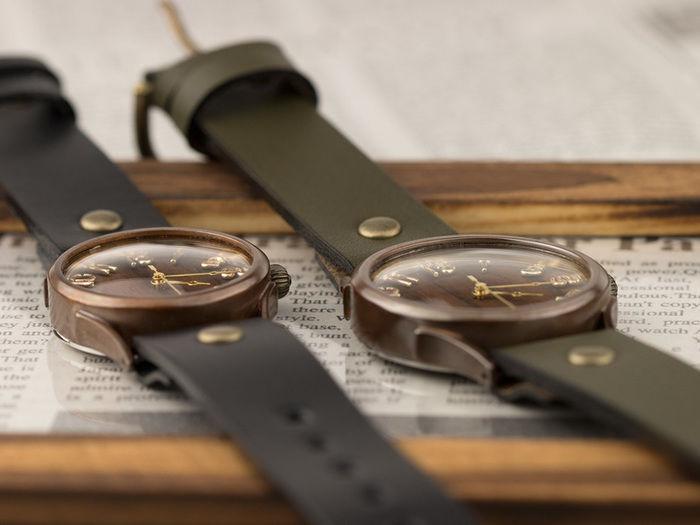 2つの腕時計の写真