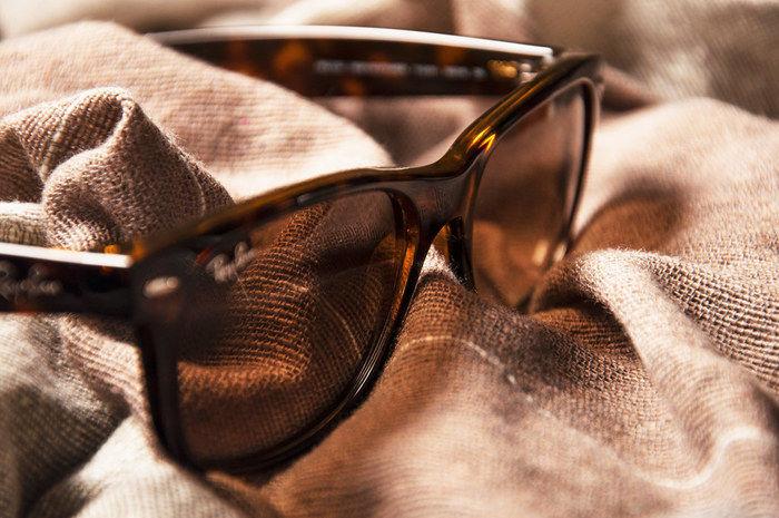 ブラウンのサングラス
