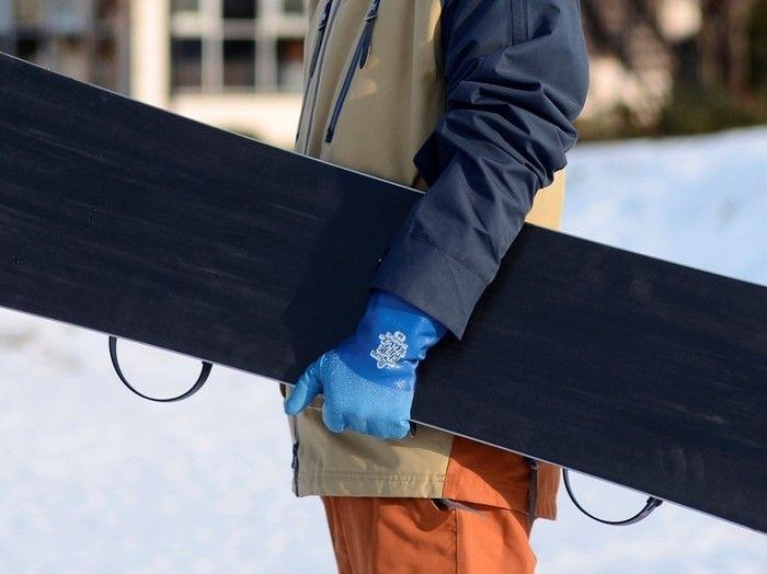 スノーボード時に防寒テムレスを使用