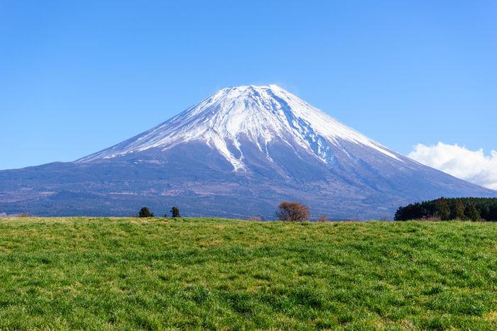 朝霧高原からの富士山の眺めの写真