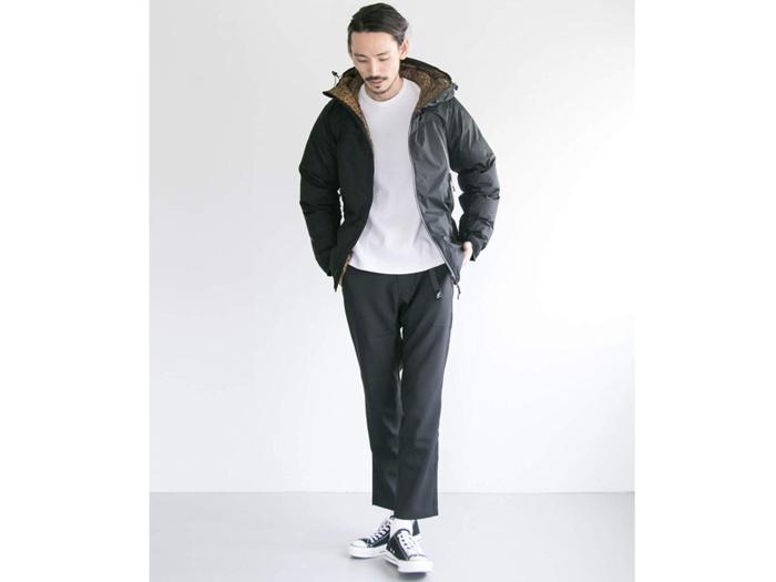 ナンガ×アーバンリサーチiDのコラボダウンを着た男性