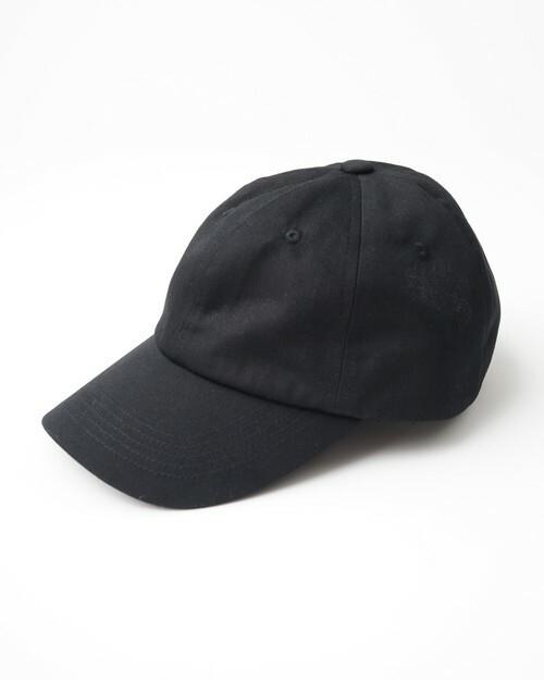 キッズサイズの黒いSHELTECK(R)キャップ