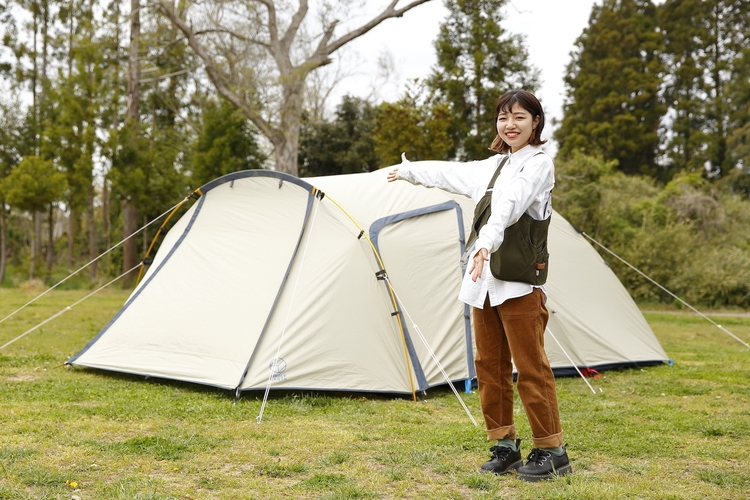 ホールアースのテントを設営し終わった様子
