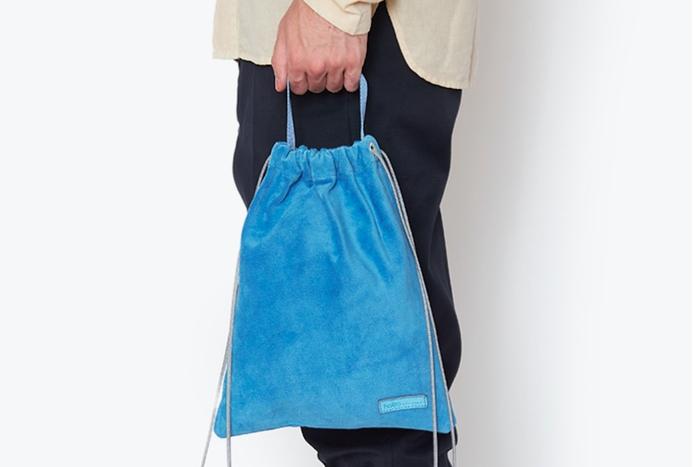 水色のhoboのバッグ