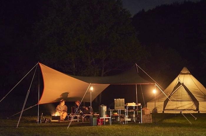 テンマクギアでキャンプする家族