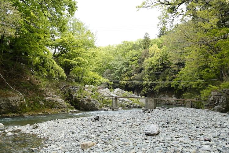 月川荘キャンプ場の河原