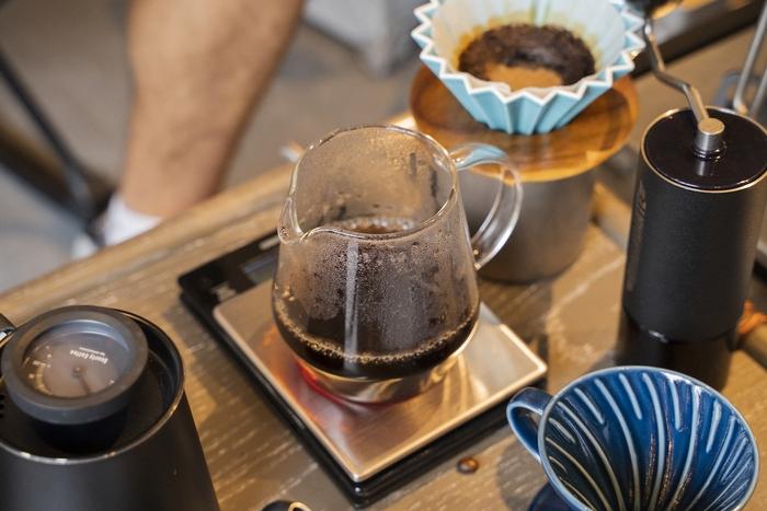 キャニスターに入ったコーヒー