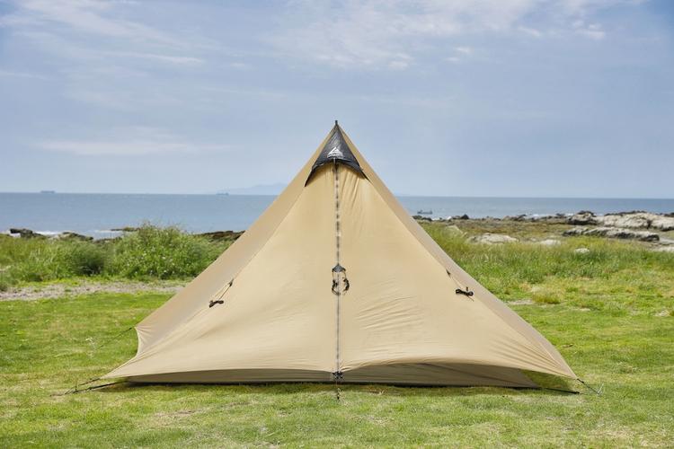 三角構図でテントを撮影する