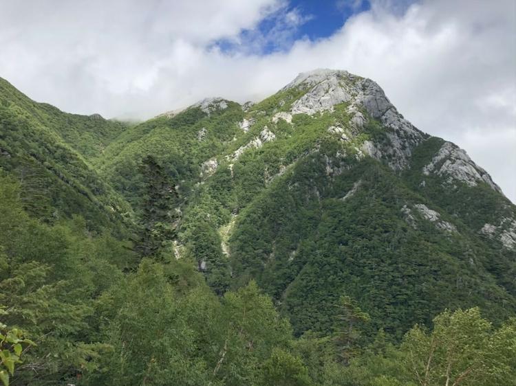 特異な山容の甲斐駒ヶ岳