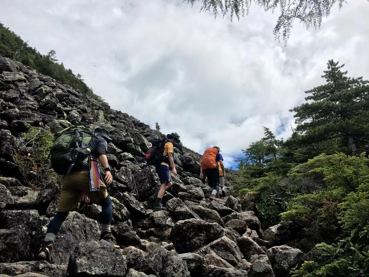 甲斐駒ヶ岳に向かう登山道