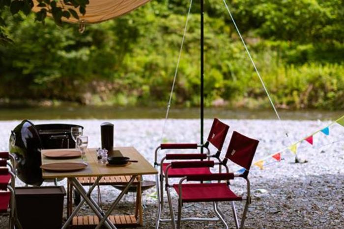 ときたまひみつきちCOMORIVERの川沿いでのキャンプの画像