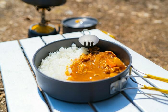 キャンプで食べるカレーライス