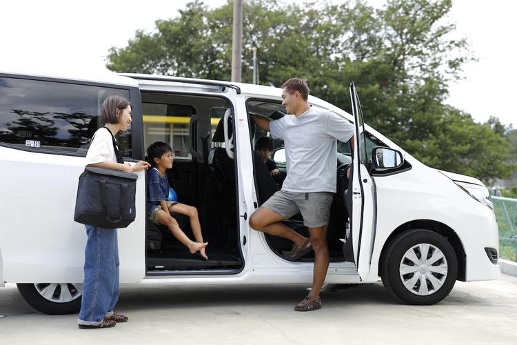 ピクニック終わりで、これから車中泊を始める家族