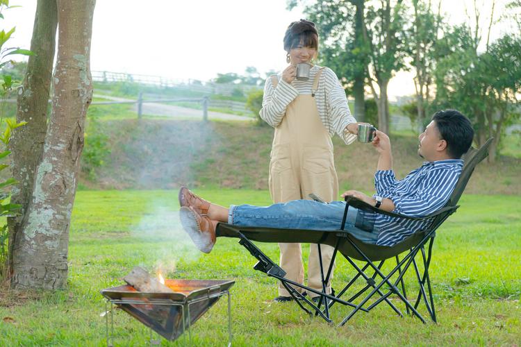 コーヒーを楽しむ夫婦