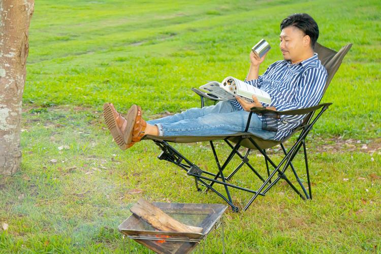 焚き火を楽しみながら読書