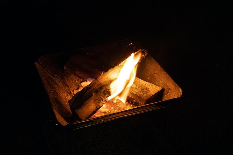 夜の焚き火台
