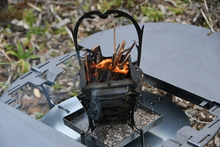 「トリパスプロダクツ」から人気製品と相性ピッタリの新作。鋼のブタ?にヒット焚き火台のアイテムも!