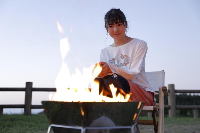 焚き火をする藤崎さん