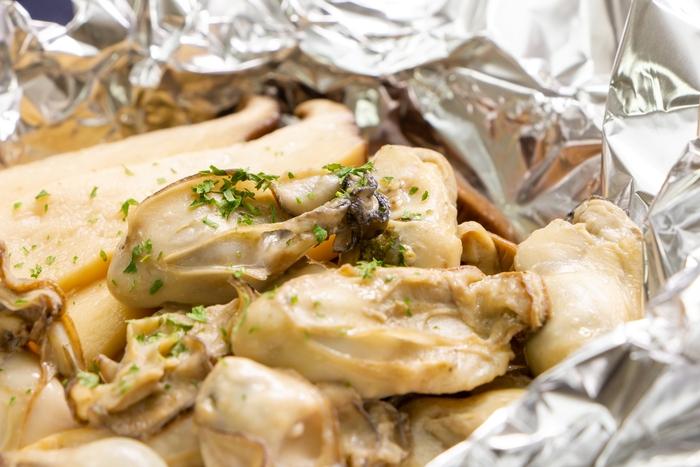 牡蠣ときのこのアルミホイル料理