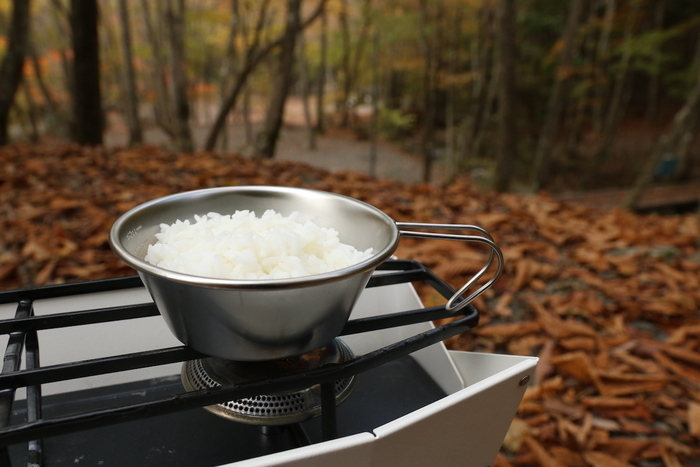 お米マイスターが料理ギアを解説!最後は最近話題の「シェラカップ炊飯」【究極キャンプ炊飯vol.5】