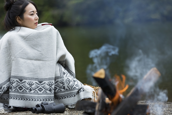 寝袋にプラスワン!暖かいブランケットで、凍えるキャンプの夜にサヨウナラ!