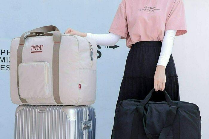 TINYAのボストンバッグの画像