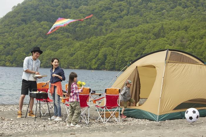 コールマンのテントと家族