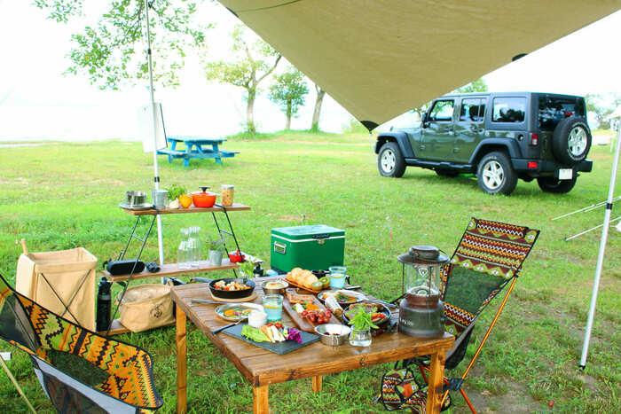 オートキャンプ場でデイキャンプをしている画像