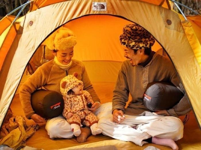 親子キャンプ テントの中