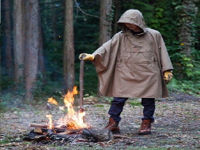 グリップスワニーの焚き火ポンチョ