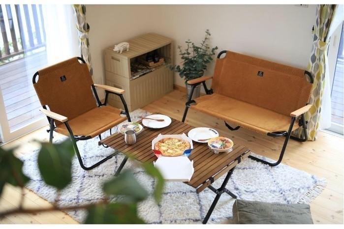 「通年コーデュロイ」でキャンプでも家でも上品さを。クイックキャンプがチェアとベンチで新作リリース