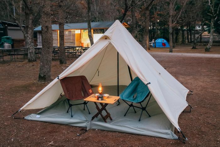テントとチェアを並べた様子