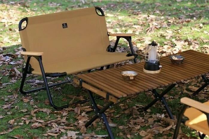 クイックキャンプのローチェアとテーブル