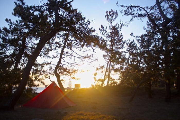 光がさすキャンプ場