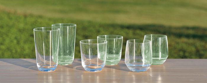 テーブルに並べられたsnow peakのクラルテタンブラーシリーズ