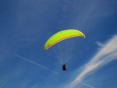 鳥取砂丘でのパラグライダー