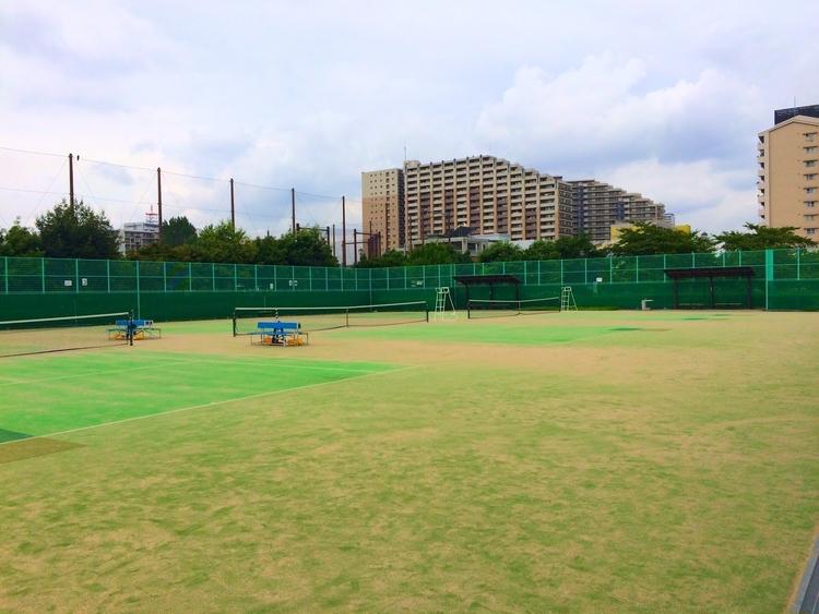 汐入公園のテニスコート
