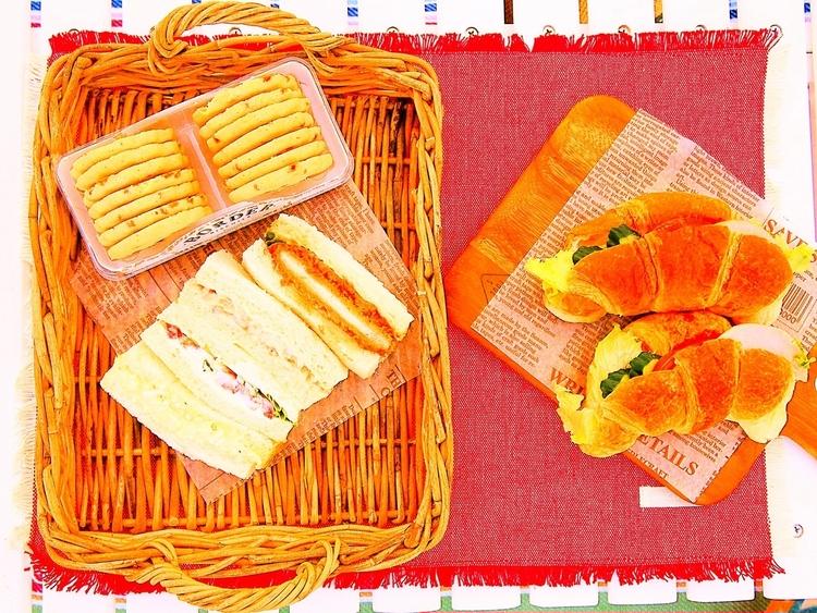 ランチのサンドウィッチとクッキー