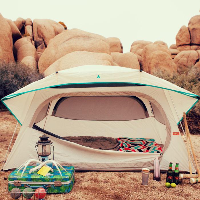 ティーハウスとその周りのキャンプグッズ