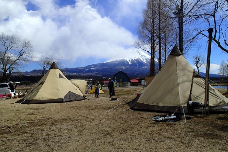 富士山が見える場所でのキャンプ