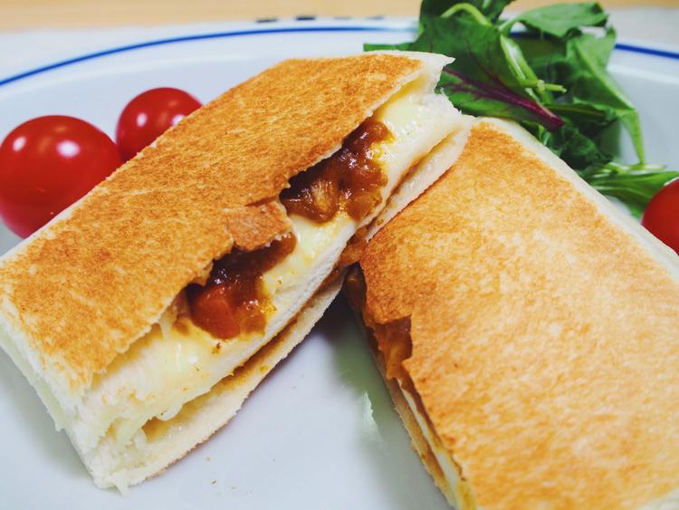 ランチパックで作った簡単ホットサンド、チーズカレー味