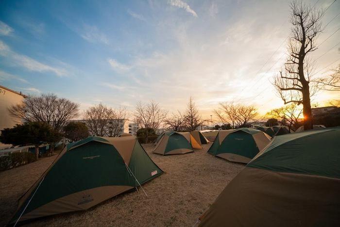 コールマンのテントが並んだ、イベント「団地deキャンプ」DANCHI Caravan in 町田山崎の様子